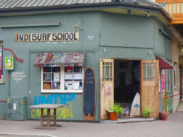 Indisurf school, Raglan (NZ) Architecture Building Exterior Door Indie Raglan School Surf School Surf Store Surfing