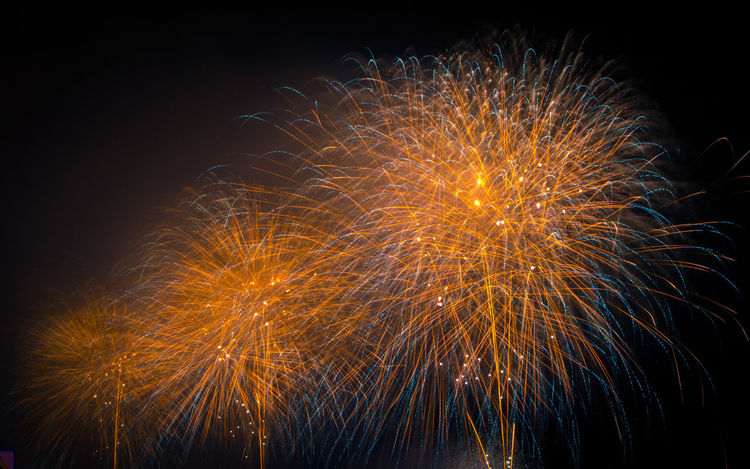 Feliz ano novo! Firework Display Exploding Celebration Firework - Man Made Object Night Multi Colored Low Angle View Arts Culture And Entertainment Sky Event Illuminated Backgrounds Beauty Long Exposure Outdoors
