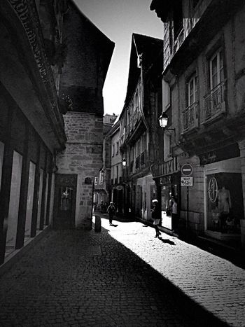 Light And Shadow Light In The Darkness Street Photography Street Streetphoto_bw Building Exterior Architecture Built Structure City Building Street