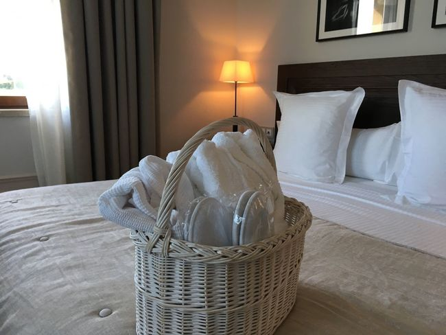 Relaxxx Bed Bedroom Pillow Cushion Hotel Room Luxury Hotel Indoors  Relaxing Relax Relaxing Moments