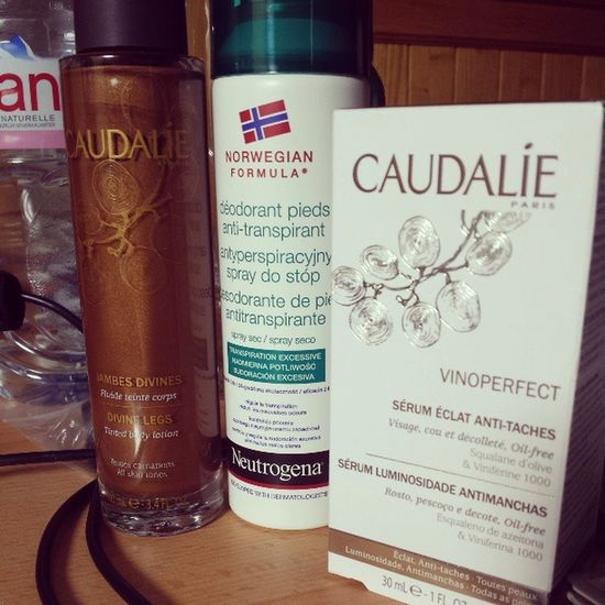 Today is fun. Non smelly feet and perfectly bronzed legs on the bff Caudalie Neutrogena