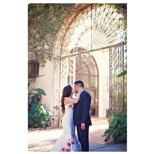 .enchanting love. Lisamariefigueroa Ocweddingphotography Ocweddingphotographer Canon5DmarkII  Larivercentergardens Love Bride And Groom Dreamy Romance