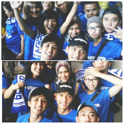 this called love!! When we know that our indonesian football club, PERSIB Bandung are winning the game! Feel happy to share with our lovely friends. Collected Community Bandung PERSIBJUARA Bobotoh Football