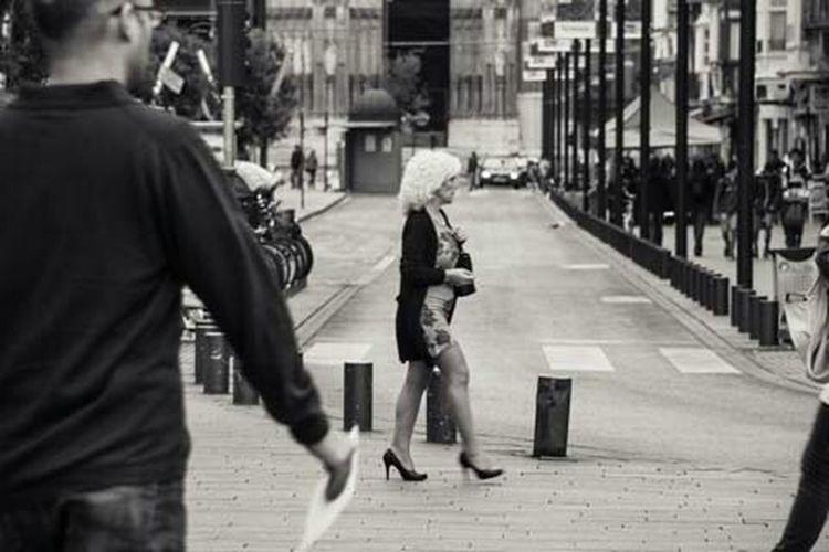 Vitoria una ciudad que tiene un constante ir y venir, actividad sin descanso en cada una de sus calles. Eye4photography  Streetphoto_bw EyeEm Best Edits Streetphotography EyeEm Gallery Vitoria Eespaña City City Life