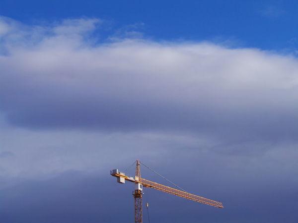 Building Crane Baukran Blau Blauer Himmel Blue Blue Sky Blue Sky And Clouds Cloudy Crane Kran Sky Wolkig