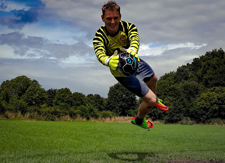 Only Men One Man Only One Person Motion Running Cloud - Sky Exercising Full Length Activity People Healthy Lifestyle Sky Adults Only Sports Clothing Adult Vitality Grass Sport Men Green Color Sportsman One Young Man Only Soccer Player Young Adult Goalkeepers