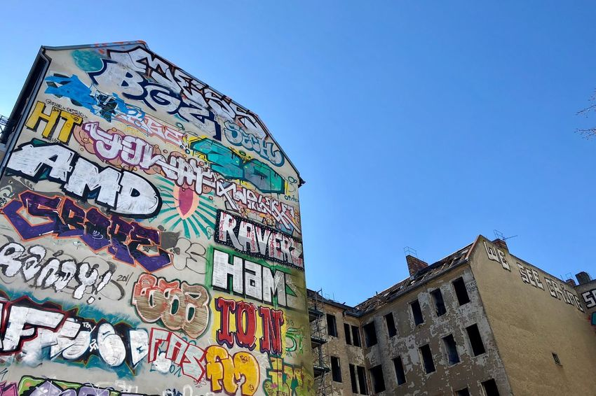 Let's see how long this will stay. Berlin Love Berlin Photography Berliner Ansichten Cityscape Urban Lifestyle Art Youth Culture Friedrichshain Abandoned Buildings Graffiti Architecture Text Building Exterior Multi Colored