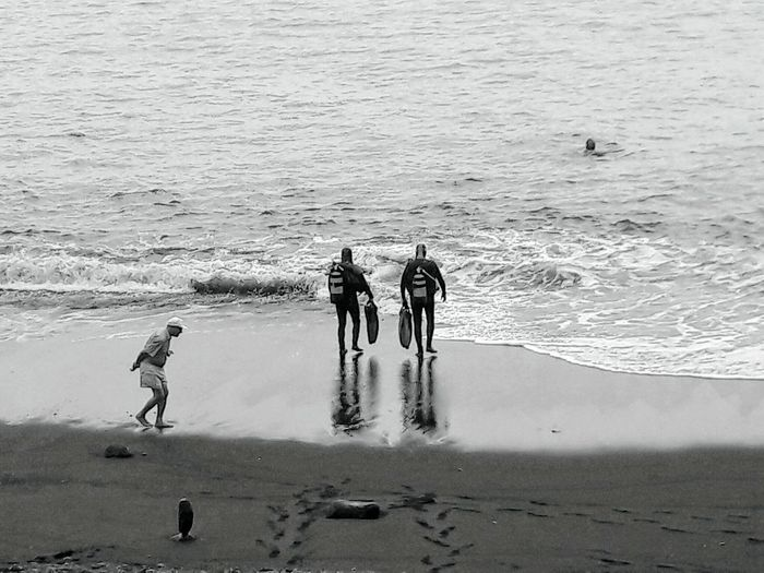 At the beach Old Man Divers Black Beach Sand Canary ıslands Water Sea Beach Men Sportsman Togetherness Full Length Sand Standing EyeEmNewHere A New Perspective On Life