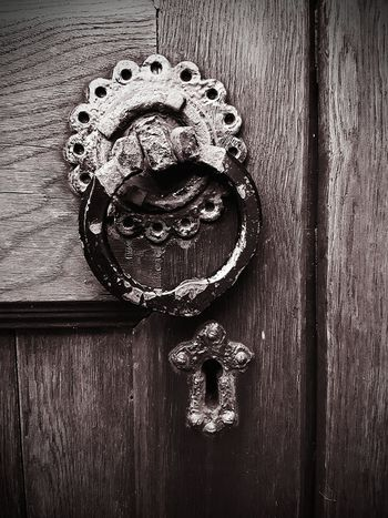 Doors Lover Hanging Out Check This Out Door Knocker Posh Door Knocker Point Of Focus Point Of Interest Point And Shoot My Photographic World Abstract Rusted Rustingaway Metal Jauntyangle Old-fashioned In The Past
