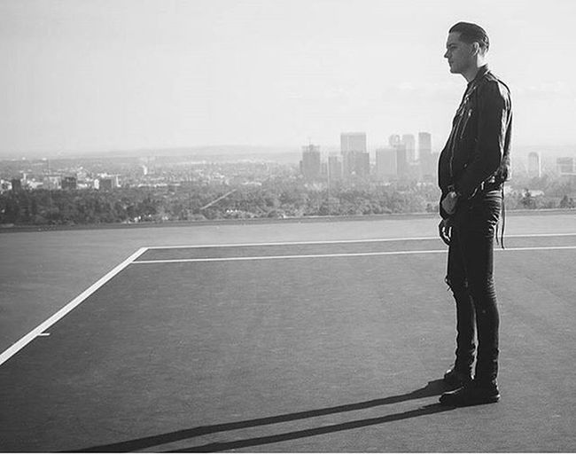 I'm barricaded inside So stop watching I'm not coming to the door So stop knocking, stop knocking I'm trapped here God keep saying I'm not locked in I chose this I am lost in my own conscience I know that shutting the world out ain't solving the problem...👏💯 Love Lyrical Raps Geazy Bars