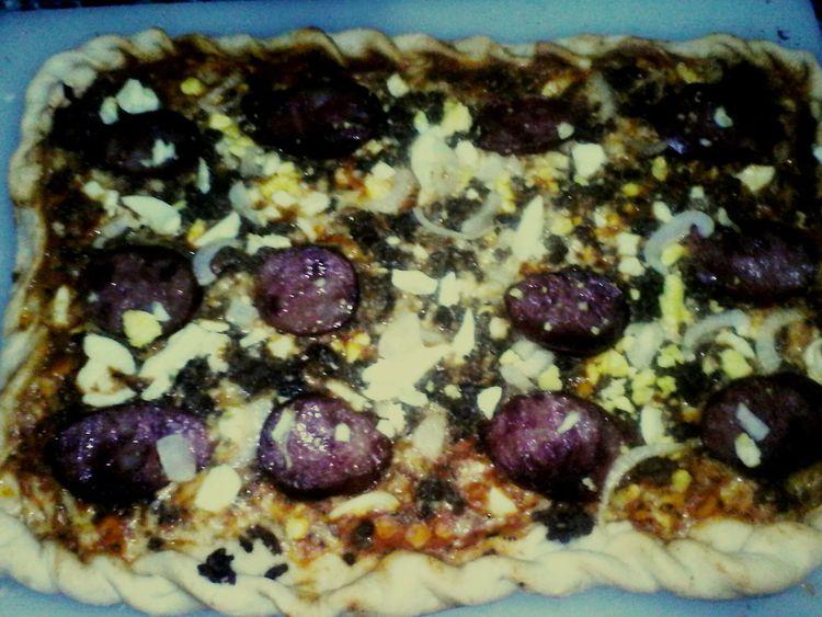 Hoje quem fez a pizza foi o João Paulo, fez a massa e montou! Tava deliciosa! Amamos!! Gastronomía 😘😘 Amocozinhar Meufilhominhavida Pizza