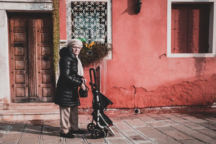 Life in Venezia, Italy November Venezia Winter Italy Moody Novembre People Street Streetphotography Venezia Italia Venice The Street Photographer - 2018 EyeEm Awards
