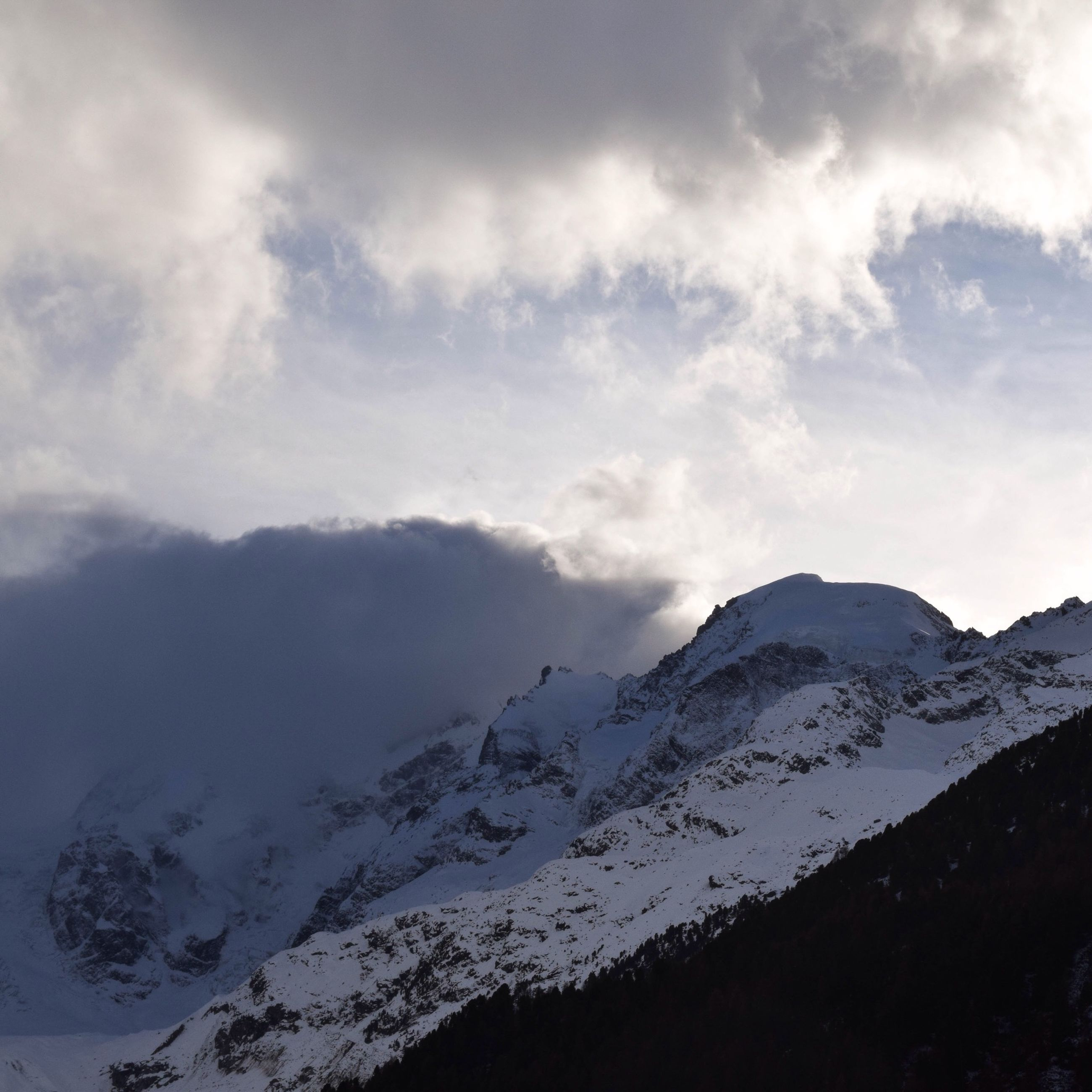 mountain, tranquil scene, mountain range, scenics, tranquility, beauty in nature, sky, snow, cloud - sky, nature, landscape, winter, cold temperature, weather, non-urban scene, idyllic, snowcapped mountain, cloudy, cloud, day