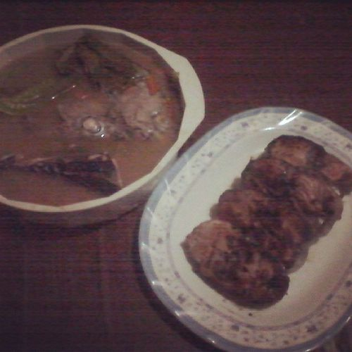 Dinner is served! Let's eat! Sinigangnayellowfin plus Inihawnayellowfin Seafood familytime blessed homesweethome sulitinangmgaganitongpagkakataon yum fotd instapic