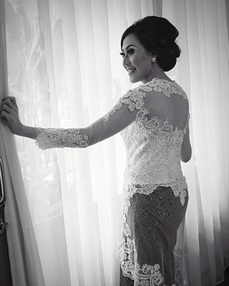 Portrait Kebaya Peeking Window Wedding EyeEm Gallery Eye4black&white  EyeEm Best Shots Expression People