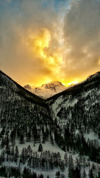 Italia Francia Colledellamaddalena Vars Skiing ❄ Snow ❄ Beauty In Nature Sunset Sky Nature No People Day Likeforfollow Likes4likes Light - Natural Phenomenon Winter Snow Outdoors High Angle View Travel Destinations Vacations Nature Tranquility