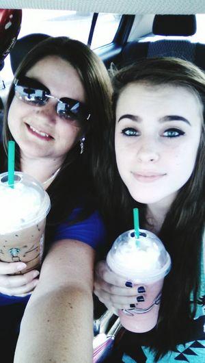 MeinAutomoment Starbucks Selfies Car Selfies Sunglasses Mother & Daughter Starbucks Kinda Day