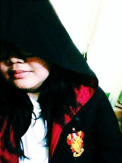 """""""Are you gryffindor, where dwell the brave of heart and friends do never part..?"""" Hogwarts Hogwarts School Of Witchcraft And Wizardry Gryffindor Gryffindor Pride Selfie"""