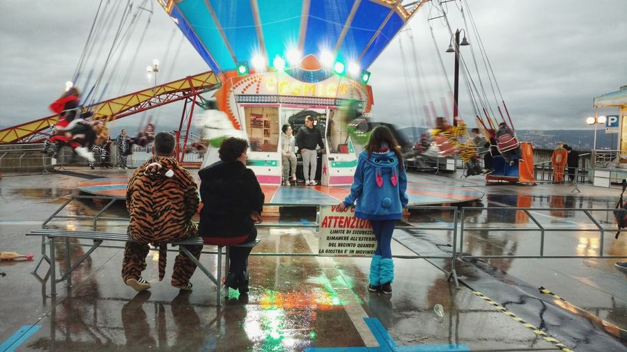 Rain...but carnival spirit is with us! Outdoors Water Multi Colored Reflection Day Architecture Ferris Wheel Maskerad  Storytelling Carnevaldemuja64 Carnival Spirit Celebration Size The Carnival Spirit Costume Portrait Carnival Mask EyeEm Gallery Maskerad  Raining Carnival Crowds And Details The Photojournalist - 2017 EyeEm Awards