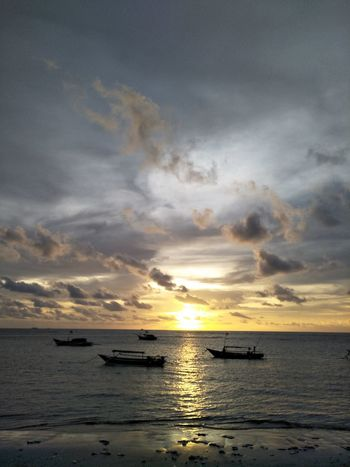 Sea Sunset Horizon Over Water Outdoors Canoe Lake Boats⛵️ Beach Adventure Long Beach Island Bengkulu Indonesia Yellow Color Moments Of Life Water Beauty In Nature Tes Nature_perfection Landscape Silhouette Sunlight Dramatic Sky Reflection Nautical Vessel Transportation Tranquil Scene Cloud - Sky No People Nature Tranquility Sun Scenics Sky Day
