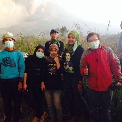 Alhamdulillah. Tim @instanusantaramedan selamat dari awan panas akibat erupsi terbesar selama masa 5 bulan Gunung Sinabung. Foto diambil dari jarak 4km. Desa Gambir Kab. Tanah Karo.