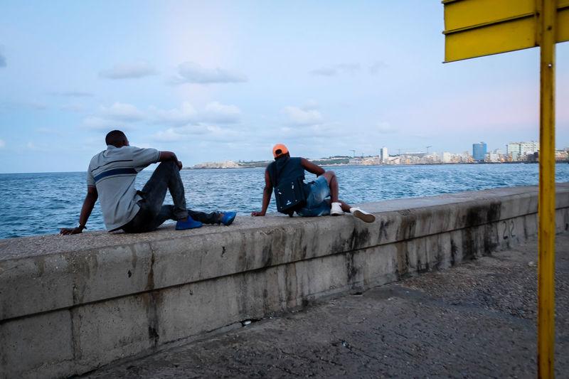 Streetphoto_color Cuba Havana Candid UNPOSED Similarity Candid Street Photography Streetphotography EyeEmNewHere