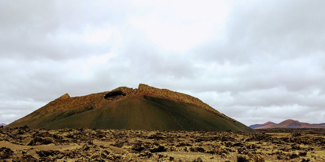 Volcán Volcanic  El Cuervo Lanzarote Tierra Volcánica Volcanic Landscape Volcanic Crater Desert Pyramid History Sand Mountain Awe Sky Landscape Architecture Cloud - Sky