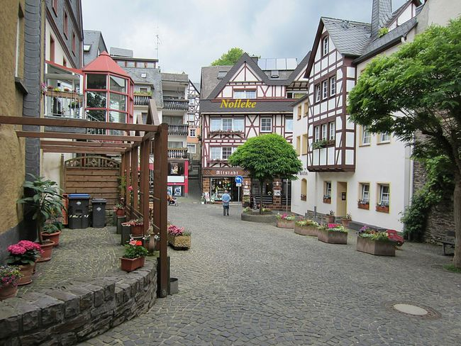 Walking around in Cochem! Myfamilyhunt That's Me Beautiful Buildings