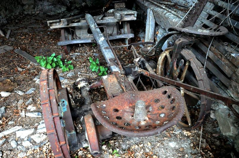 Abandoned Places Alone Farmers Market Lost Places Old Machines Rosty Farm Vehicule