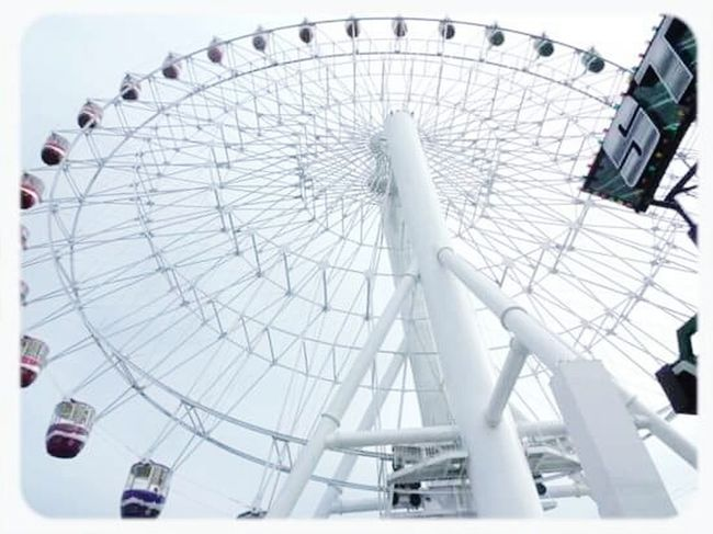 Funfunfun Enjoying Life Thrilling Upupdowndown Ferris Wheel Taking Photos GoodTimes Awesome! Wheel Of Fun Photography