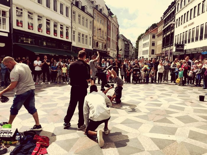 Eyeem Black And White Collection Copenhagen, Denmark Play Music Streetphotography Free Style Dancer Dancer Dancefloor Play Music ❤️🎼 Eyeem Collection