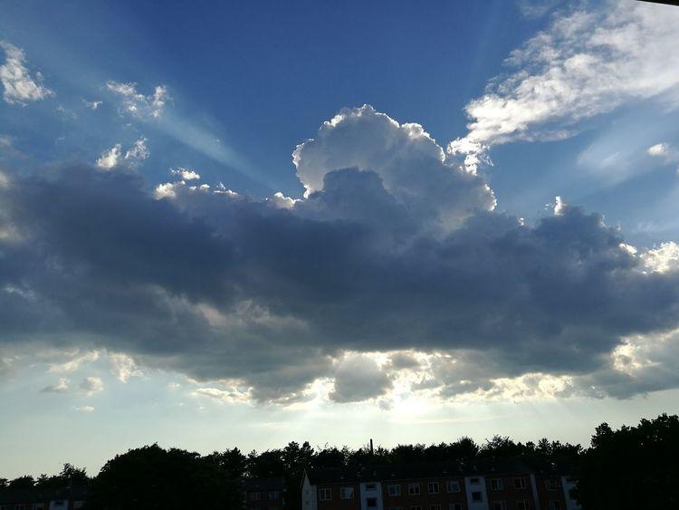 Cloud - Sky Sky Outdoors Day Sunset Sunlight Sun Hiding Behind The Clouds Sun Hiding Sunrays Beautiful Beatiful Nature