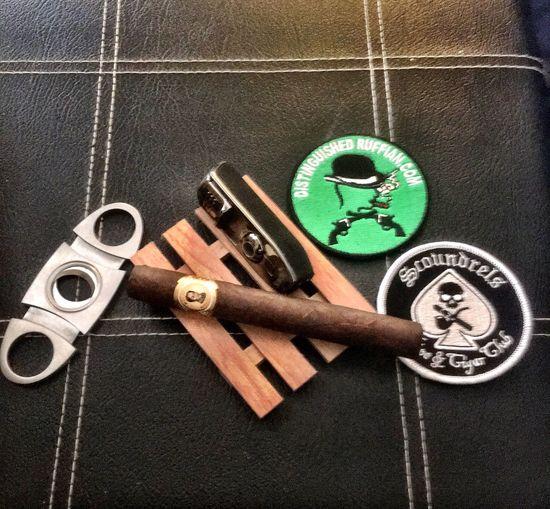 Scoundrel Diatinguished Ruffian Cigarporn Cigarpose Cigar
