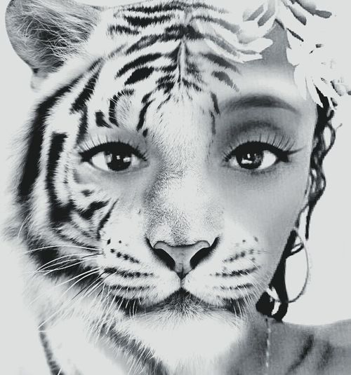 Monochrome Photography Portrait Close-up Animal Themes Beautiful Woman
