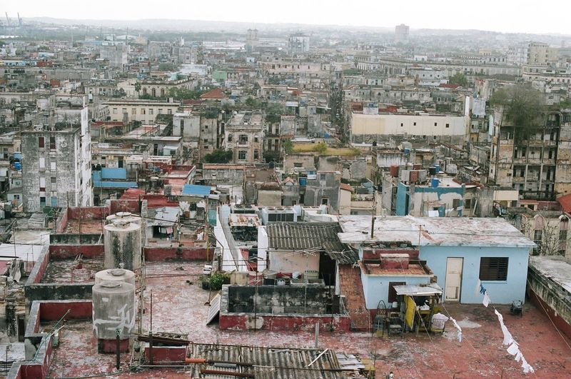 Over Havana. Sobre Havana. #eabreutravels #eabreucuba #cuba #cuba🇨🇺 #havana #canonae1program #canonfilm #film #35mm #canon_photos #canon_official filmphotography Architecture Cityscape Building Exterior City Aerial View Built Structure Outdoors Day Travel Destinations No People