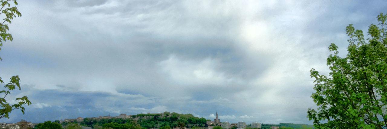 Angoulême avant le coucher de soleil ⛅️🌅🌍 Hello World Paysage France Charente Ciel CIELFIE Panoramique  Panorama Ciel Et Nuages Spring Into Spring