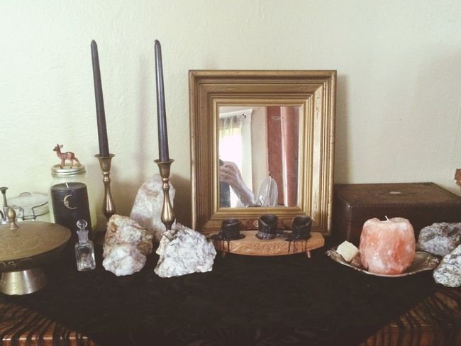 Altars Element Divination Tarot Crystal Minerals Rocks And Minerals Vintage Antique Victorian Trinkets Objects Antique Decor Bohemian Bohemian Decor Spirituality Arranged Objects Vintage Decor Whimsical