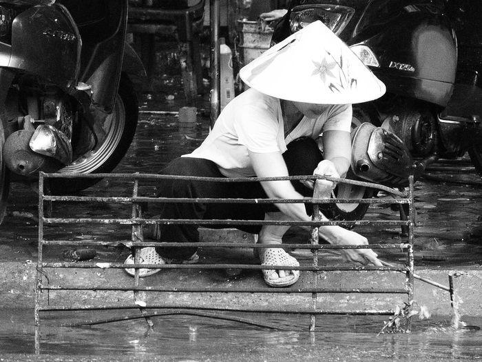 Working Manual Labor Hat Independent Woman Blackandwhite Water Hanoi Vietnam Showcase July