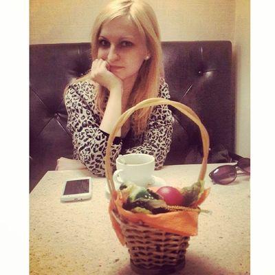 Приехала @jo_stockton, подарила пасхальные яйца в корзинке  мимими
