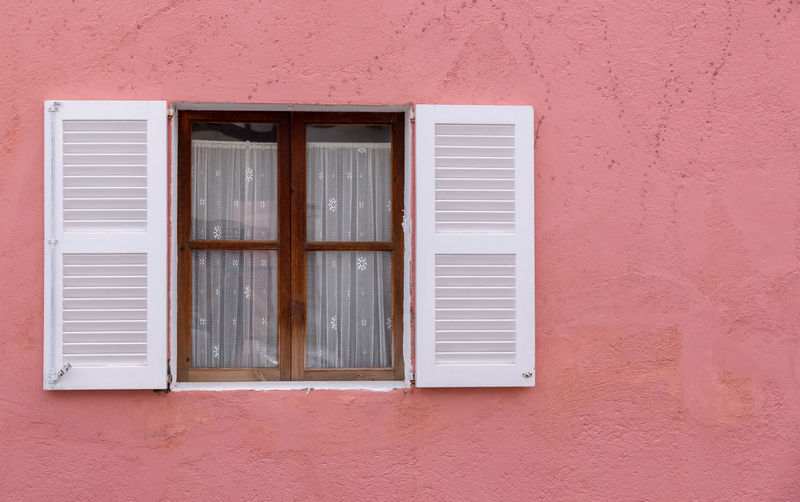 Architecture Building Wall Red Window Day House Minimalism Outdoors Minimalistic Closed Mallorca Minimalobsession Shutter Folding Safety No People Pink Color Window Frame White Color Building Exterior Residential District Built Structure Wall - Building Feature Glass - Material Balearic Islands The Architect - 2018 EyeEm Awards The Still Life Photographer - 2018 EyeEm Awards Wood - Material Krull&Krull Minimalistic Krull&Krull Images Mallorca