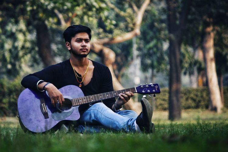 Rahul - Abshine photography Rahul Abshine Abshine_photography Canon Canon1200d Canonphotography Photography Delhi Photographyoftheday Picoftheday DSLR Camera Guitar Guitarist Music Musical Instrument Plucking An Instrument Arts Culture And Entertainment Playing Musician Lifestyles Artist Sitting Grass Outdoors