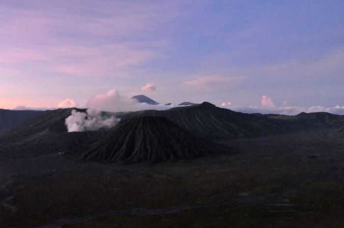 First light over Bromo Beauty In Nature Bromo Bromo Mountain Indonesia Bromomountain Cloud - Sky Craters Landscape Majestic Mountain Mountain Range Mountain View Mountain_collection Mountains And Sky Nature Non-urban Scene Physical Geography Scenics Sky Tranquil Scene Tranquility