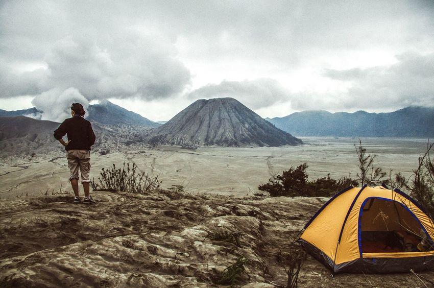 Volcano camping. Click here for more: www.instagram.com/Mattliefanderson