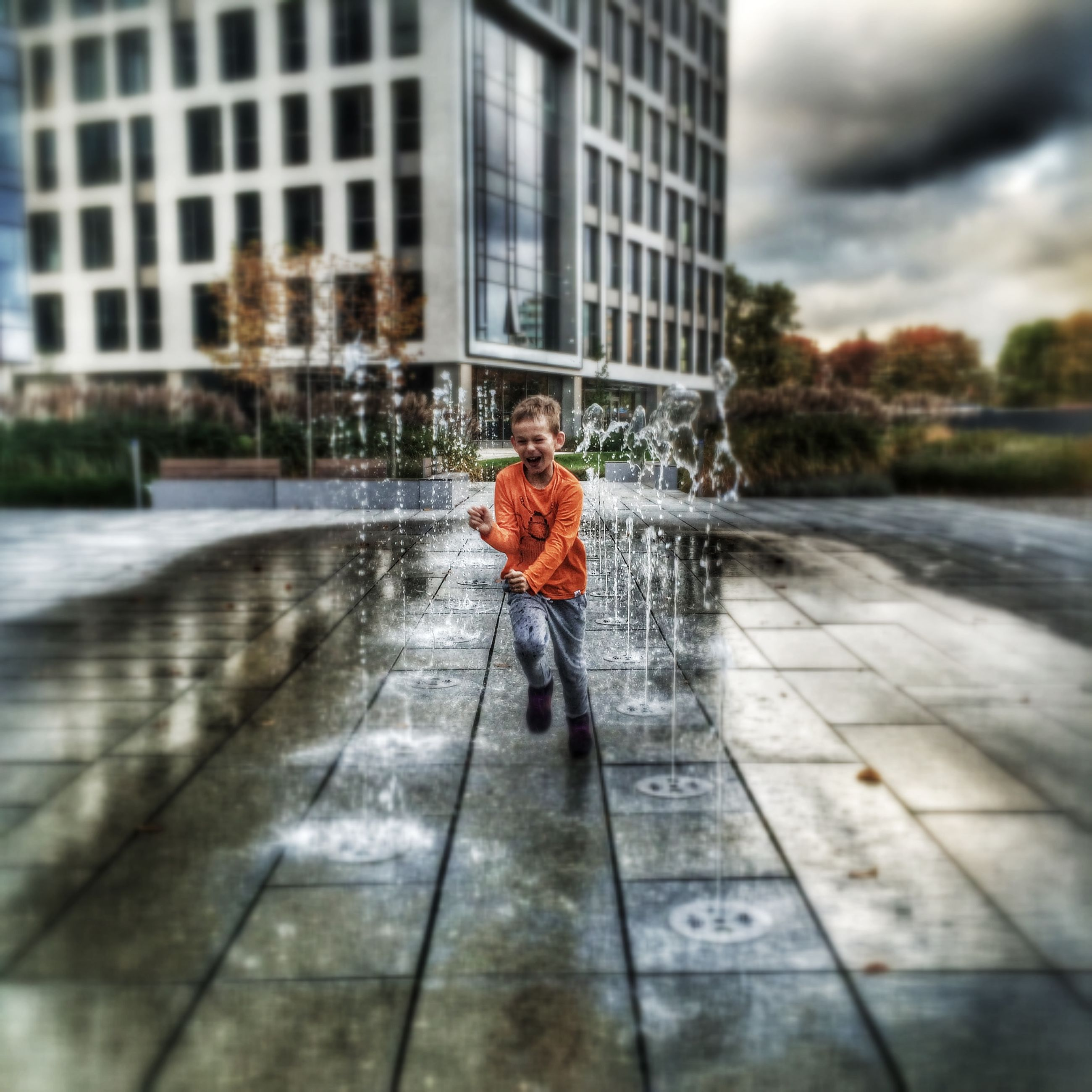 full length, lifestyles, building exterior, rear view, architecture, built structure, leisure activity, weather, focus on foreground, casual clothing, day, season, walking, standing, water, rain, men, city