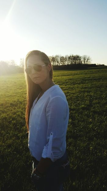 Great girl - Shooting Photos Shooting Sun Spring Sunglasses Good Mood Afternoon Sky Taking Photos Trees And Sky Holidays
