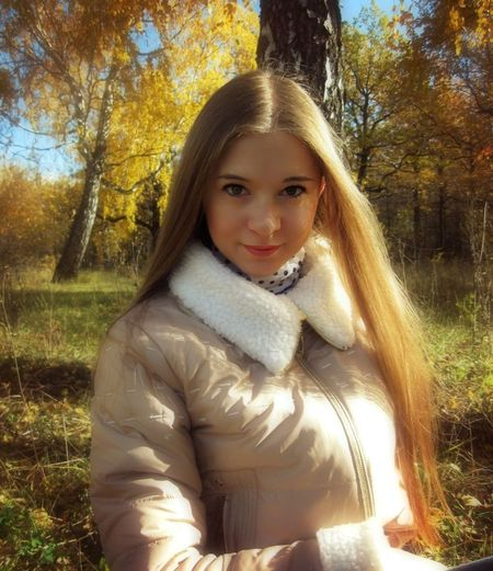 Looking At Camera Portrait Girls Tree One Girl Only One Person Smiling Autumn Long Hair Child Warm Clothing Childhood Lifestyles Winter Happiness Leisure Activity Outdoors Nature Real People People