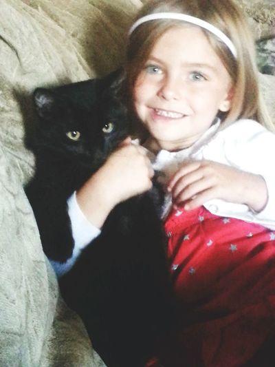 Perfectmoments Eye4photograghy Cat Lovers My Daughter ❤️ Cheese! Children's Portraits Eyemphotography Black Cat Blackcatsaregood Petsarefamily