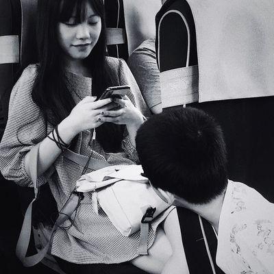 文艺重庆 | 055 Iphone6plus Sitting Real People Women Adult One Person Lifestyles Indoors