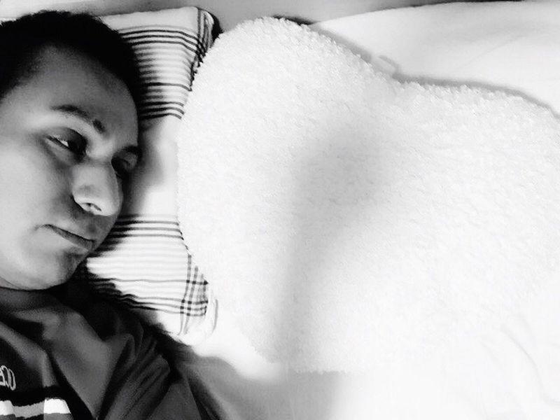 皆さんこんばんは(^ω^)誰かを待っています(≧∇≦)おやすみなさい(_ _).。o○ That's Me Lonely Bed Good Night