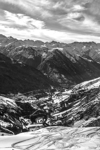 Nature Snow Mountain Landscape Winter Beauty In Nature Tranquility Mountain Range Travel Destinations Baqueira Nature Wintertime White Valley Freeride Freestyle SnowboardingWinter Snowcapped Mountain Vitality Val D'Aran Black And White Friday